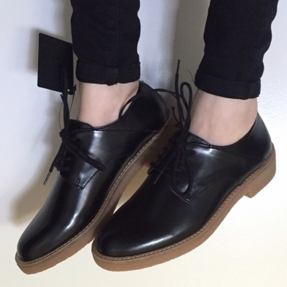 df30ac9eb5a Forever 21 Shoes - Forever 21 Black Faux Leather Oxford Shoe Sz 6